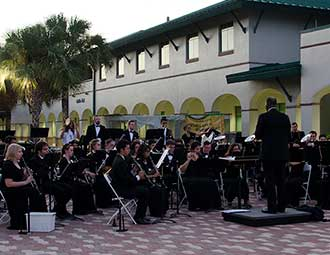 Wind Orchestra plays Artis-Naples April 21