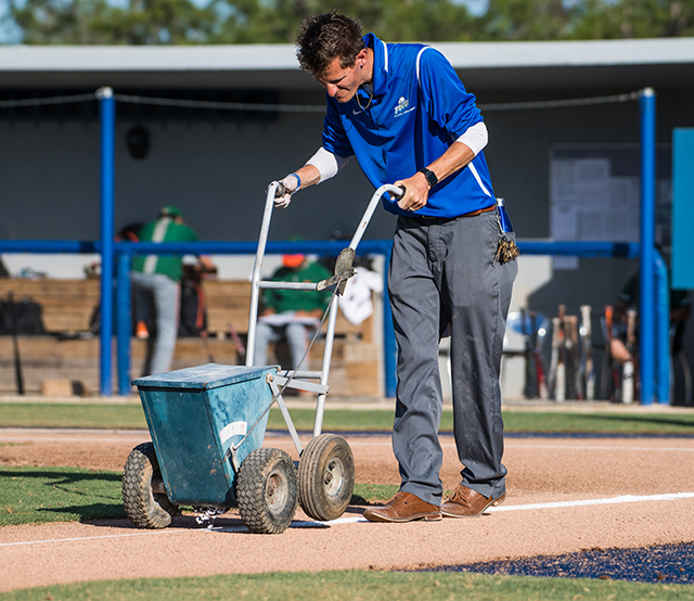 photo shows FGCU grounds crew