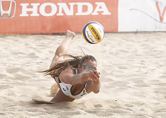 photo show beach volleyball player