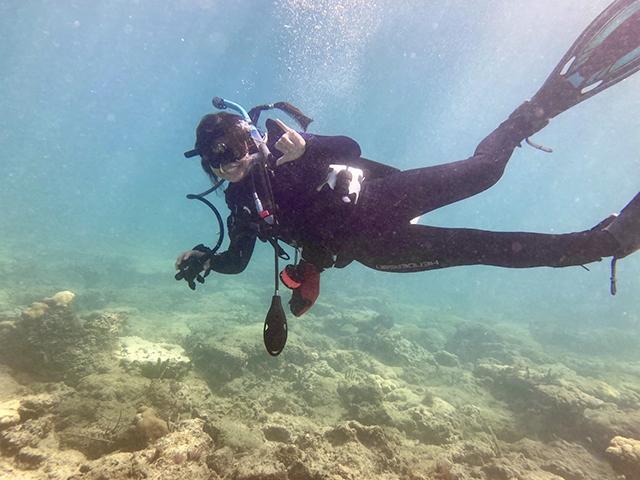 Photo shows FGCU grad student on a dive